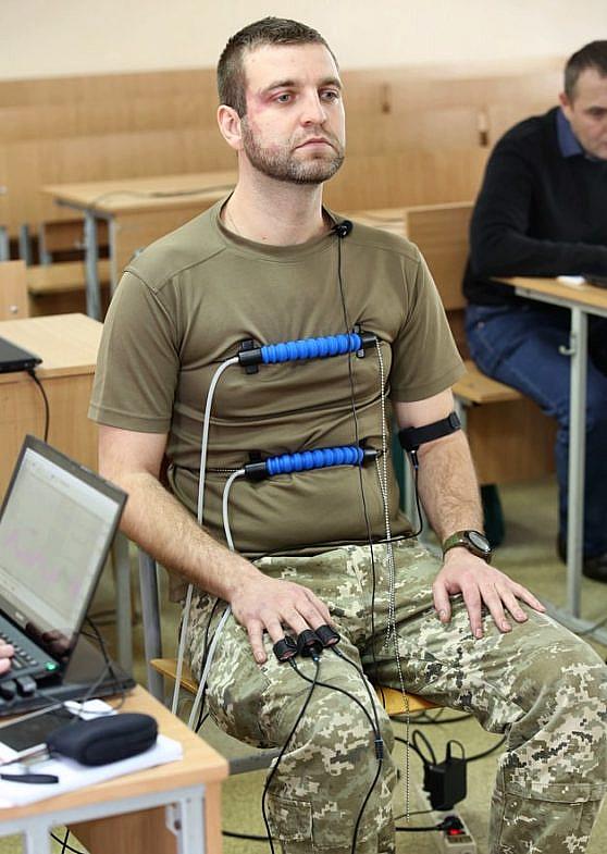 Майор Максим Кудря на курсах поліграфологів