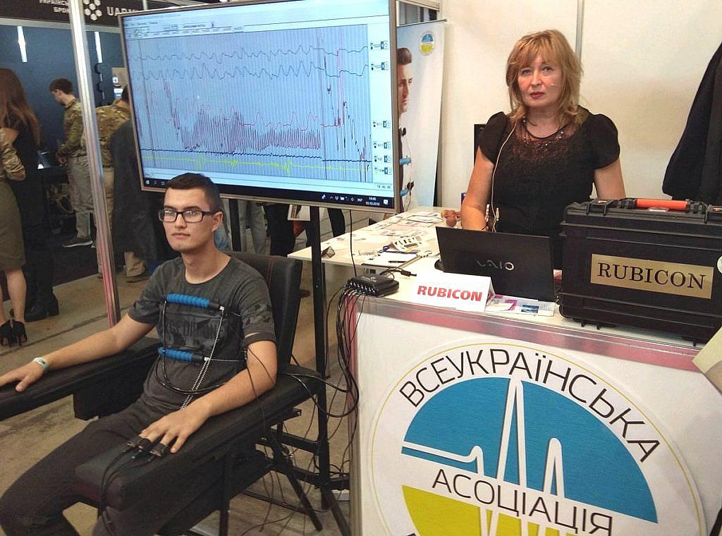 Поліграфолог Татьяна Пономарьвава на виставці Зброя та безпека