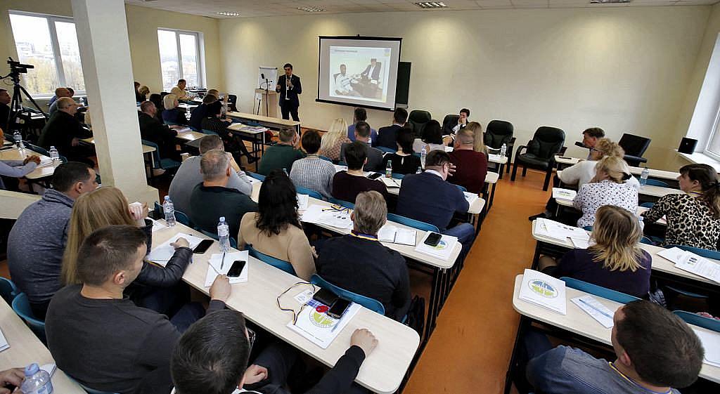 Виконавчий директор ВАП Ведмідь Володимир Анатолійович розповідає про особливості тестування англомовних респондентів