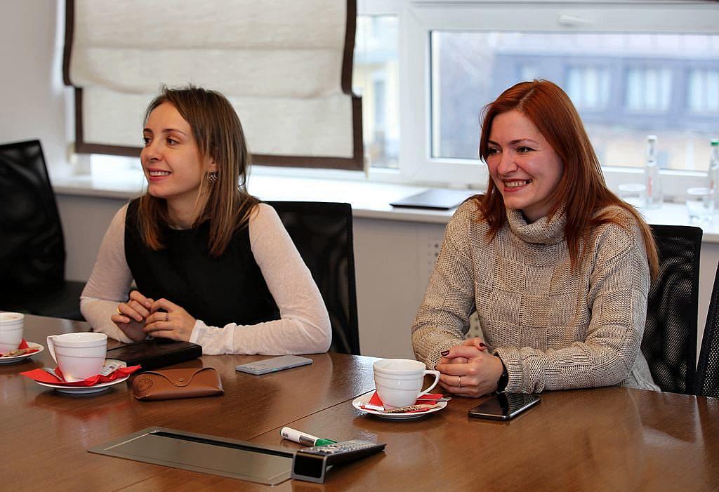 Виконавчий директор АПКБУ Вероніка Радченко та член АПКБУ, поліграфолог Мар'яна Цивінська