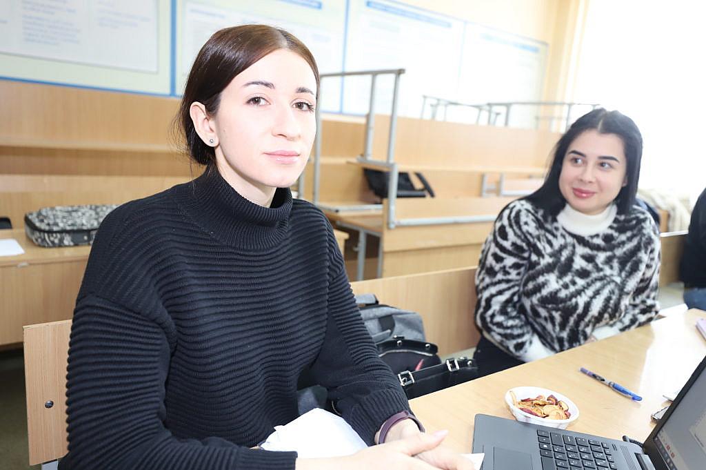 Дівчата на курсах поліграфологів